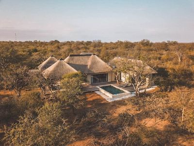 Photo for Gorgeous villa in nature reserve - Lowveld Escape - Villa Muningi