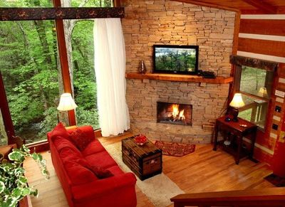 Rushing Waters Cabin- Living & Dining Area
