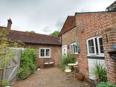 Photo for Converted stables with lovely interior nearby Goudhurst
