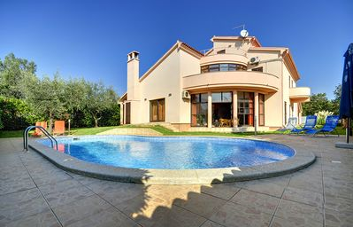 Photo for Spacious villa with private pool, 6 bedrooms, 5 bathrooms, Wi-Fi, air conditioning, sun loungers and only 1.2 km to the sandy beach