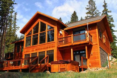Spectacular views from the hot tub, multiple decks, large vaulted windows!