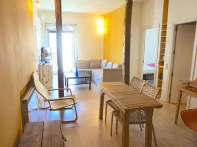 Photo for Valencia apartment in Lavapies with WiFi & integrated air conditioning.