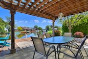 Upscale cottage with all the amenities & dock your boat right in the backyard!