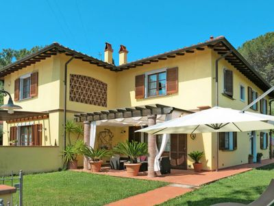 Photo for 3 bedroom Villa, sleeps 7 in Balbano with Air Con
