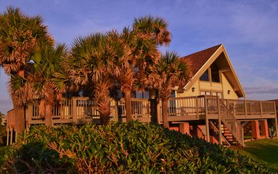 Photo for Beach Haven Vacation Home: Oceanfront, 7 Bedrooms, 4 Bathrooms on a cul-de-sac!