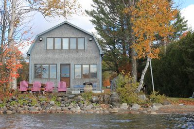 Cozy cottage on the waters edge. Sit and take in the summer and gorgeous views.