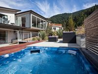 The property is in a great spot, high on the hill overlooking Lake Wakatipu - wonderful views.