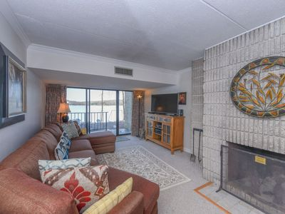 108B- Lakefront condo w/ full kitchen, living, & dining area, free wifi!