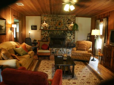 2 blocks from guadalupe river river toob vrbo for Cabins near whitewater amphitheater