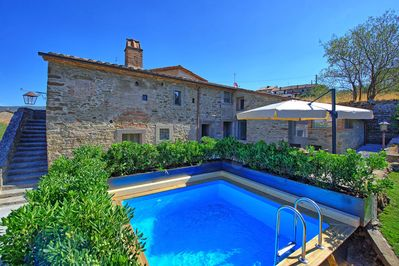 Beautiful villa with swimming pool for rent in Tuscany
