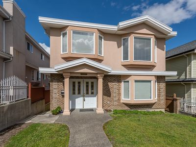 Photo for Stunning family home perfect for long stays GREAT LOCATION!