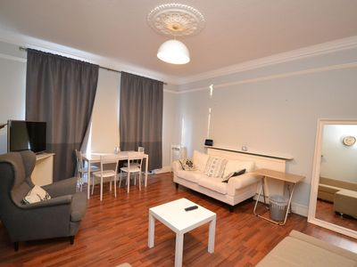 Photo for A Bright & Contemporary 1 Bedroom Apartment