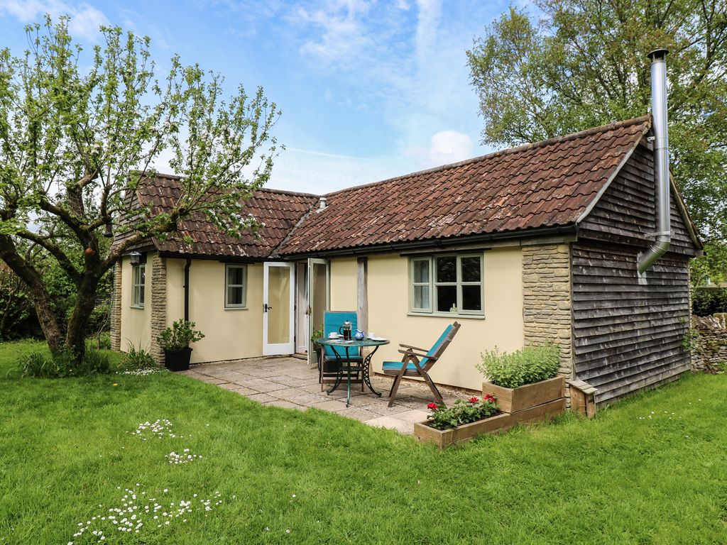 5887116e47dff THE APPLE STORE, romantic, with open fire in Nettleton, Ref 942106 ...