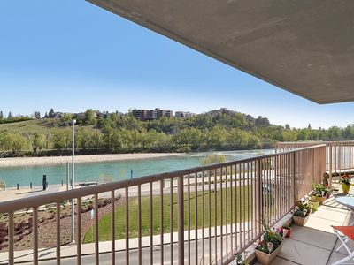 Photo for Modern Waterfront Downtown Condo in Historic Chinatown - Location & View!
