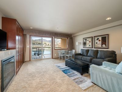 Photo for Grandview River View 635! Luxury Waterfront condo, sleeps up to 6!