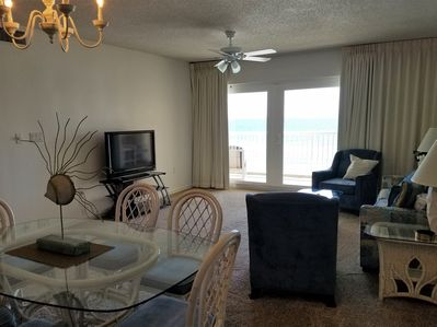 Beach front living room - Whether watching TV or just relaxing, you can still enjoy this beautiful beach view right from your living room!