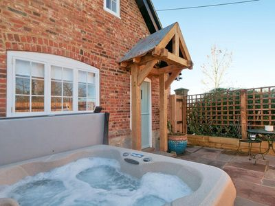Photo for The Annexe -Studio apartment with hot tub in a rural location nr to Leeds Castle