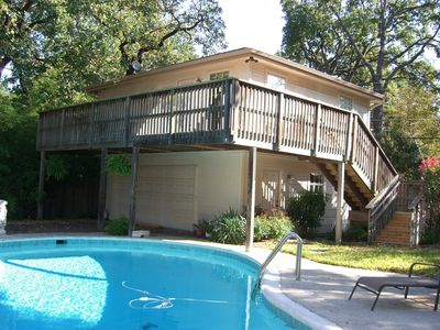 'The Treehouse' guest apartment and pool.