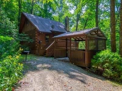 Photo for Scenic, creekside cabin with 2 bedrooms and pet friendly accommodations. Close to Conkle's Hollow