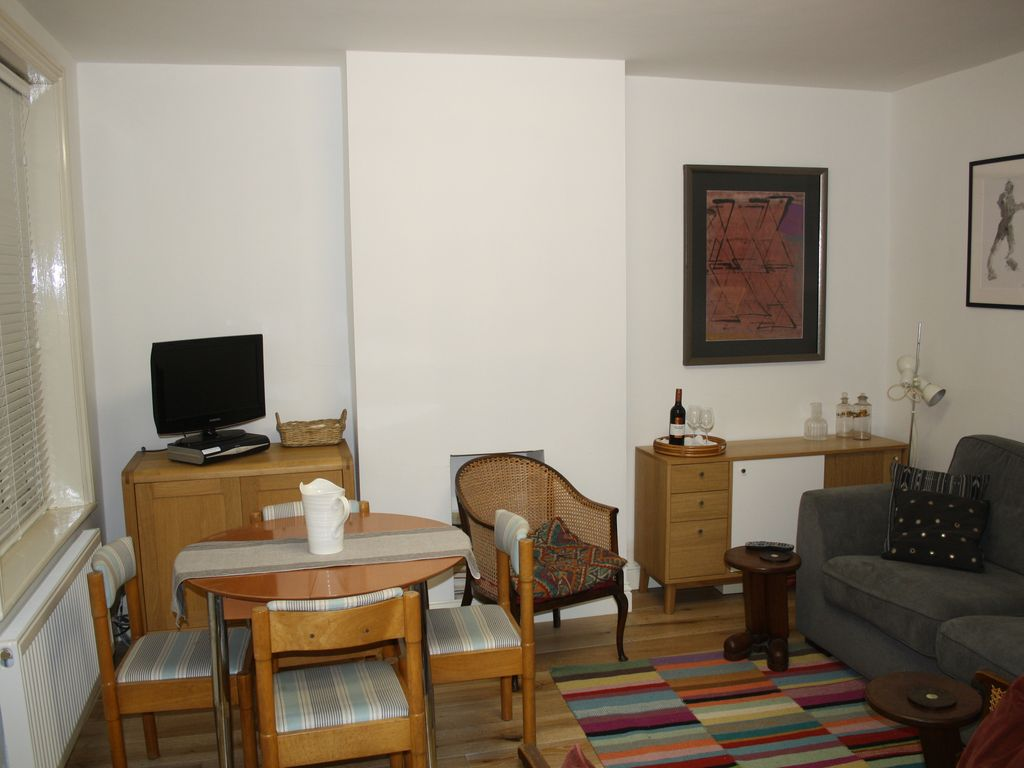 Lovely apartment in fashionable St John's Wood - ideal for WEEKEND city  breaks.
