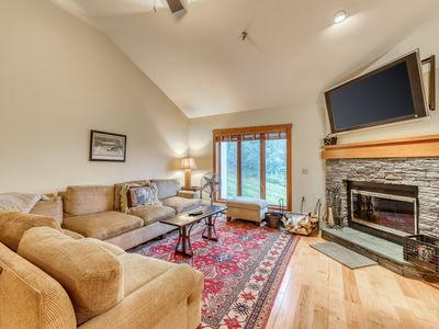 Photo for NEW LISTING! Ski-in/ski-out upscale condo w/ full kitchen, balcony, & fireplace