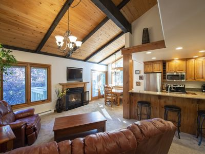 Hot Tub, Pool, Spa, Common Game Room, 10 minute Walk to Town & Lifts #164