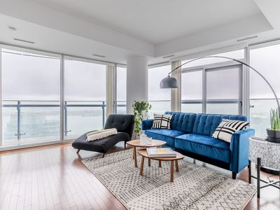 Photo for Luxury Corner Suite with CN Tower and Lake View