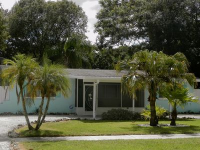 Close to both Siesta Key and Lido Beach......