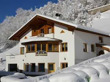 new and modern holiday flat in Kauns
