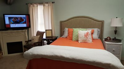Super Plush Queen Bed, very luxurious pillows and bedding