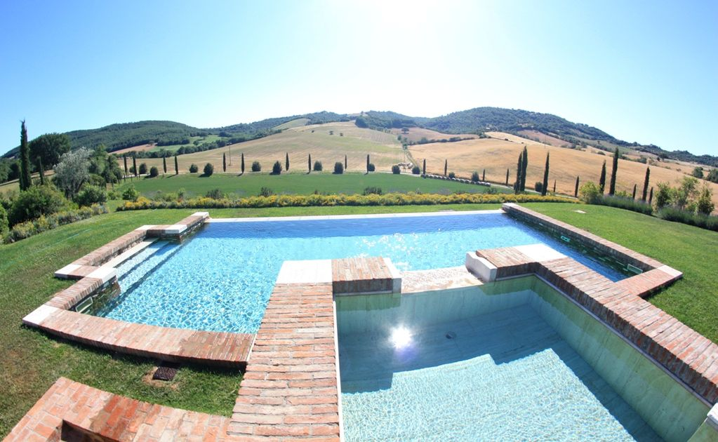 Stone farmhouse with swimming pool and whirlpool poggi for Farmhouse with swimming pool