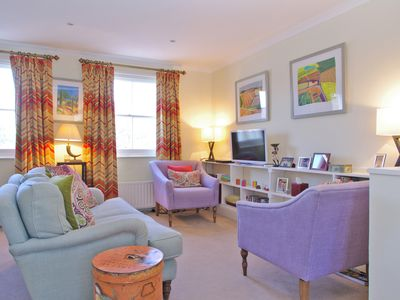 Photo for Home From Home At New Pretty Pimlico Split Level Apartment Near Victoria