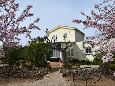 Photo for Villa with private pool, tennis court, petanque place and beautiful garden.