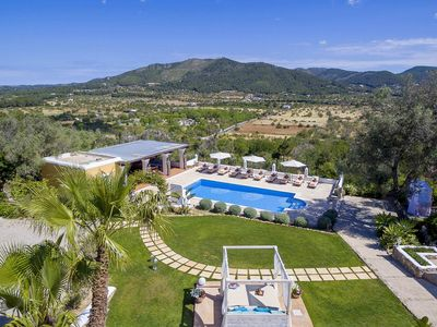 Photo for Fantastic Villa Parry, 6 bedrooms, 5 bathrooms, private pool, wonderful scenery, 12 people