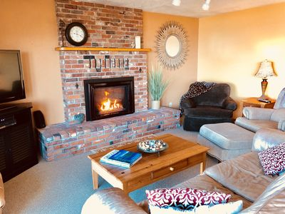 """COZY LIVING ROOM WITH GAS FIREPLACE, OCEAN VIEWS AND A 50"""" TV"""