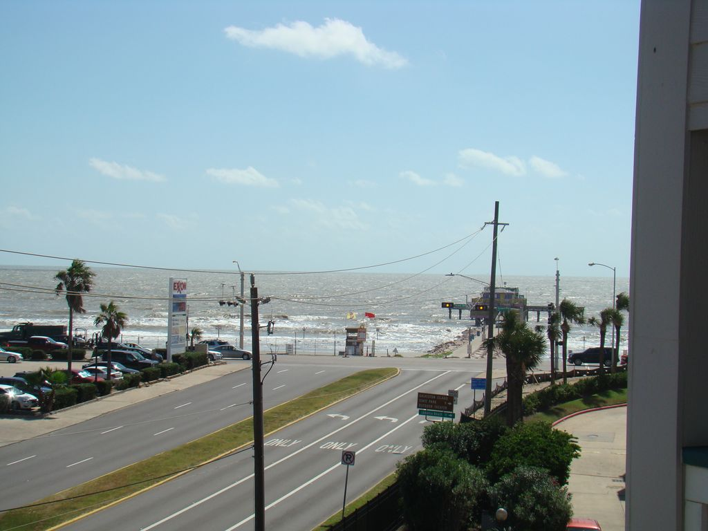 Beautiful Condo With Amazing Ocean View Close To Restaurants And