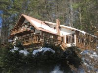 Comfortable and cozy with beautiful views of the lake