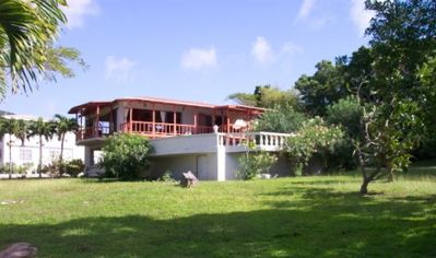 Barefoot Villa, Olveston Montserrat. A flat double lot to enjoy.