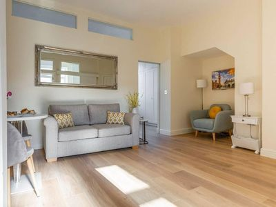 Photo for Light and Bright Paddington Flat - Sleeps 4x