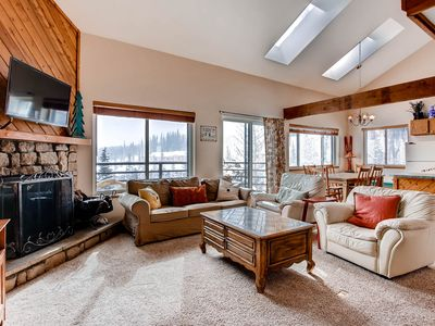 Photo for Fabulous Mountain Views From Top Floor, Corner Unit