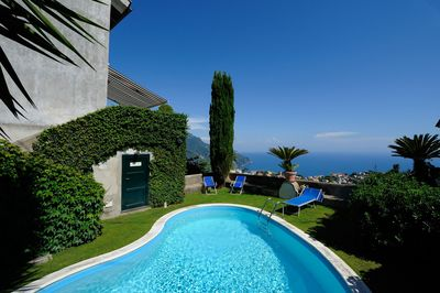 Private pool with view on Ravello and the sea