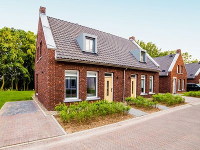 Photo for Comfortable villa on a resort, situated near a golf course, 4 km from Maastricht.