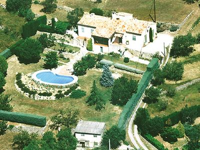 Photo for Splendid typical Provencal villa on 10,000 m2, 180 ° panoramic view, swimming pool