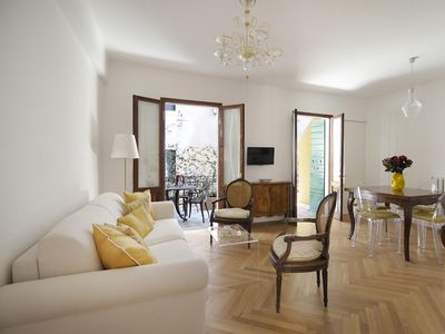 Photo for Alba apartment in Santa Croce with WiFi, integrated air conditioning, private terrace & lift.