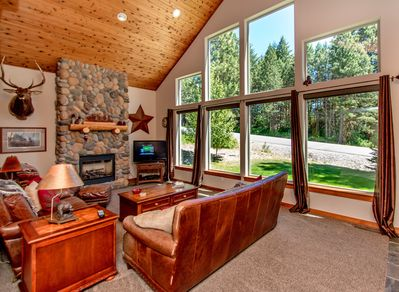 Elk Ridge Chalet - Vaulted cedar ceilings, river rock gas fireplace, TV w/Dish and DVD
