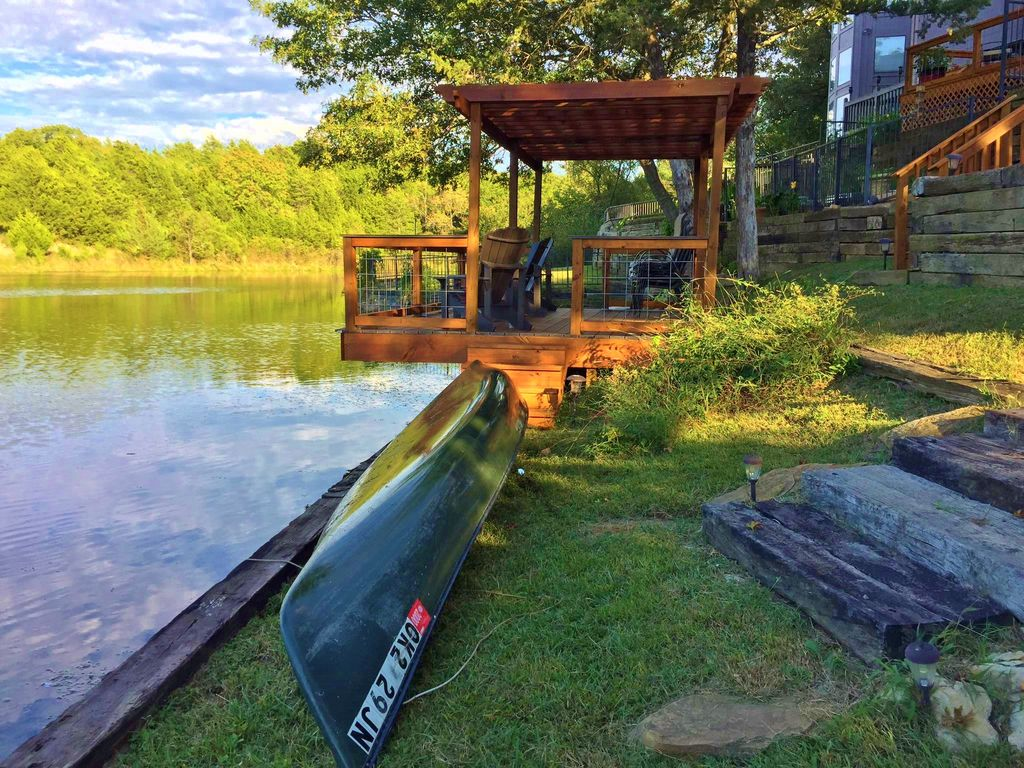 yes the canoe and life preservers are available. fishing off the 12x16 dock