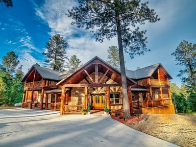 Excalibur is a BRAND NEW LUXURY CABIN in the stunning Eagle Mountain area of Hoc