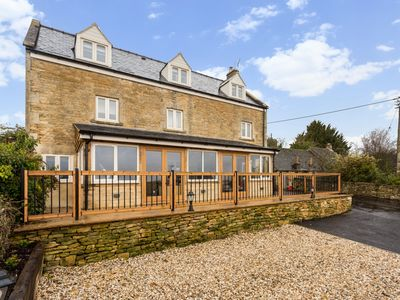 Photo for Spacious 4 bed Home with Fabulous Cotswold views