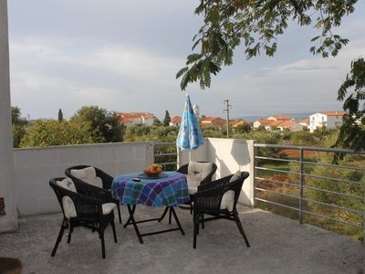 Photo for One bedroom apartment with terrace and sea view Mrljane (Pašman)