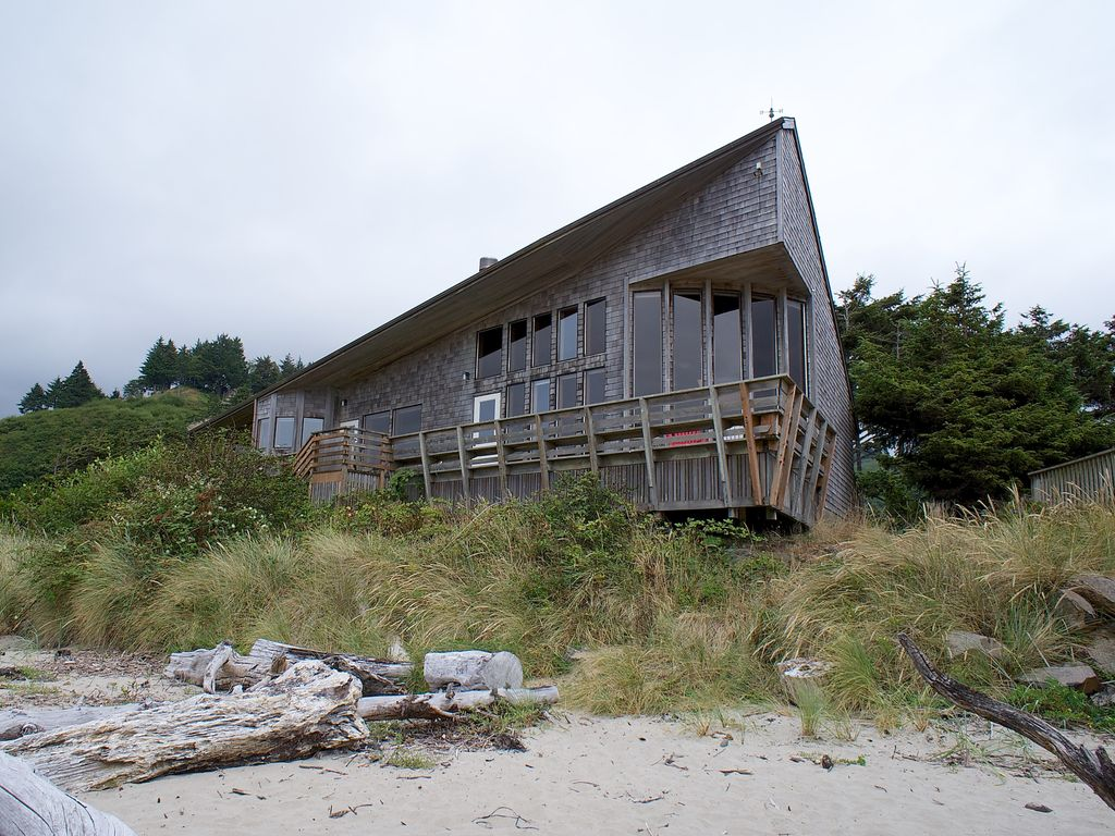 Oceanfront Beach House Rentals Lincoln City Oregon